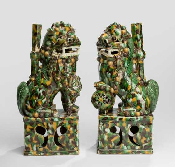 Pair of 'Sancai'-glazed incense holders in the Form of a Buddhist guardian lions - photo 1
