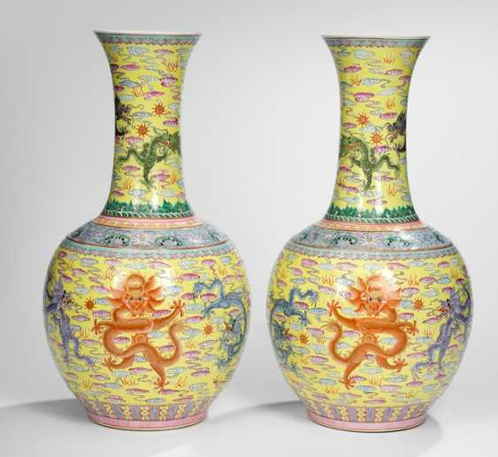 Pair of bottle vases with yellow grundigem dragon decoration in the colours of the 'Famille rose' - photo 1