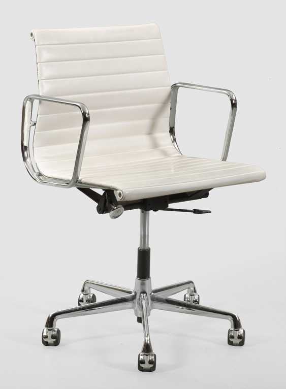 Desk chair by Charles Eames - photo 1