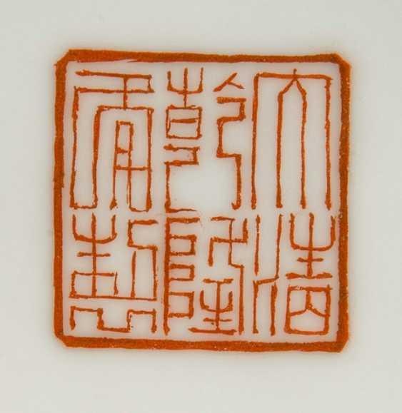 Lidded box with enamel decoration of a Jiangnan scene - photo 2