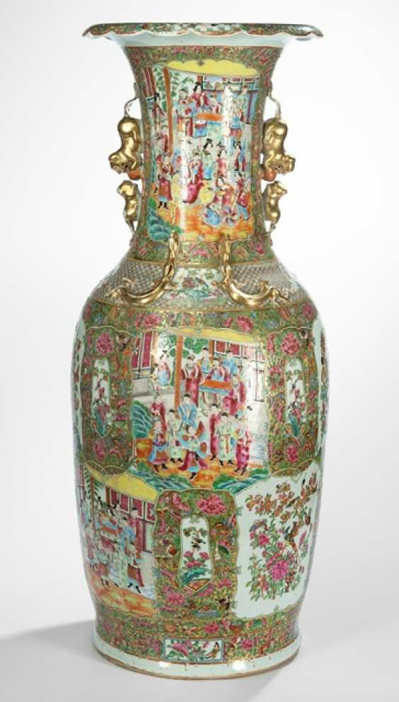 A large Canton enamel Vase decorated with four Chilong in high relief, and cat-shaped Handle - photo 1