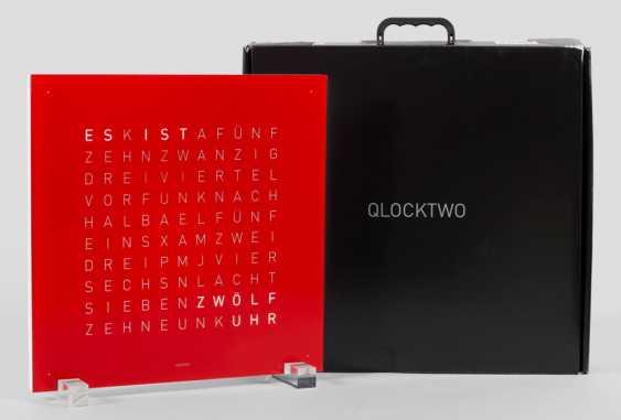 QLOCKTWO von Biegert & Funk - Foto 1