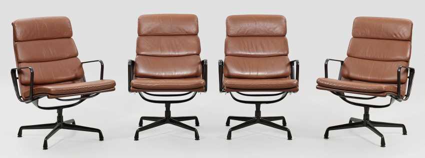 Satz von vier SOFT PAD CHAIR von Charles Eames - photo 1