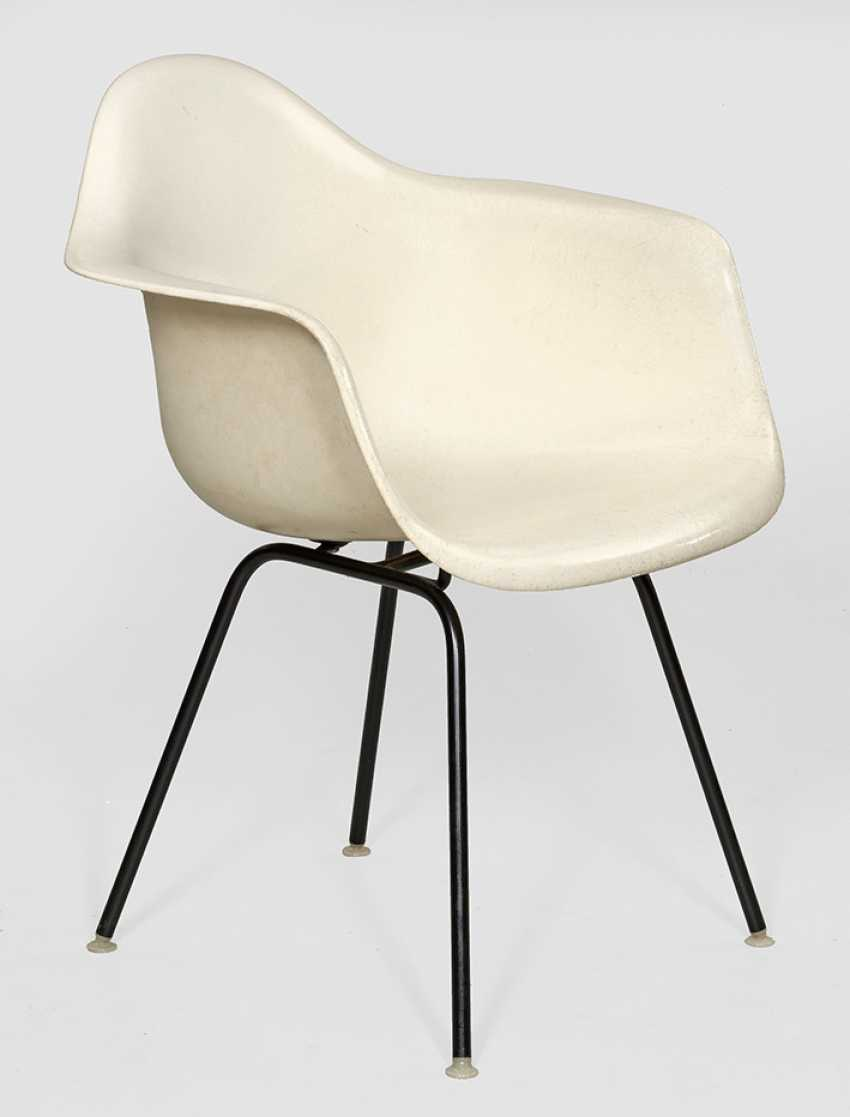 Shell chair by Charles & Ray Eames - photo 1