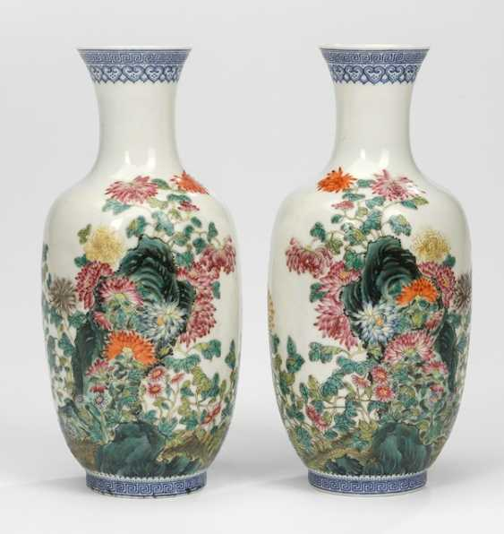 Pair of vases of egg-shell porcelain, with flowers and rocks décor and the poem inscription - photo 1