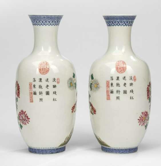 Pair of vases of egg-shell porcelain, with flowers and rocks décor and the poem inscription - photo 2