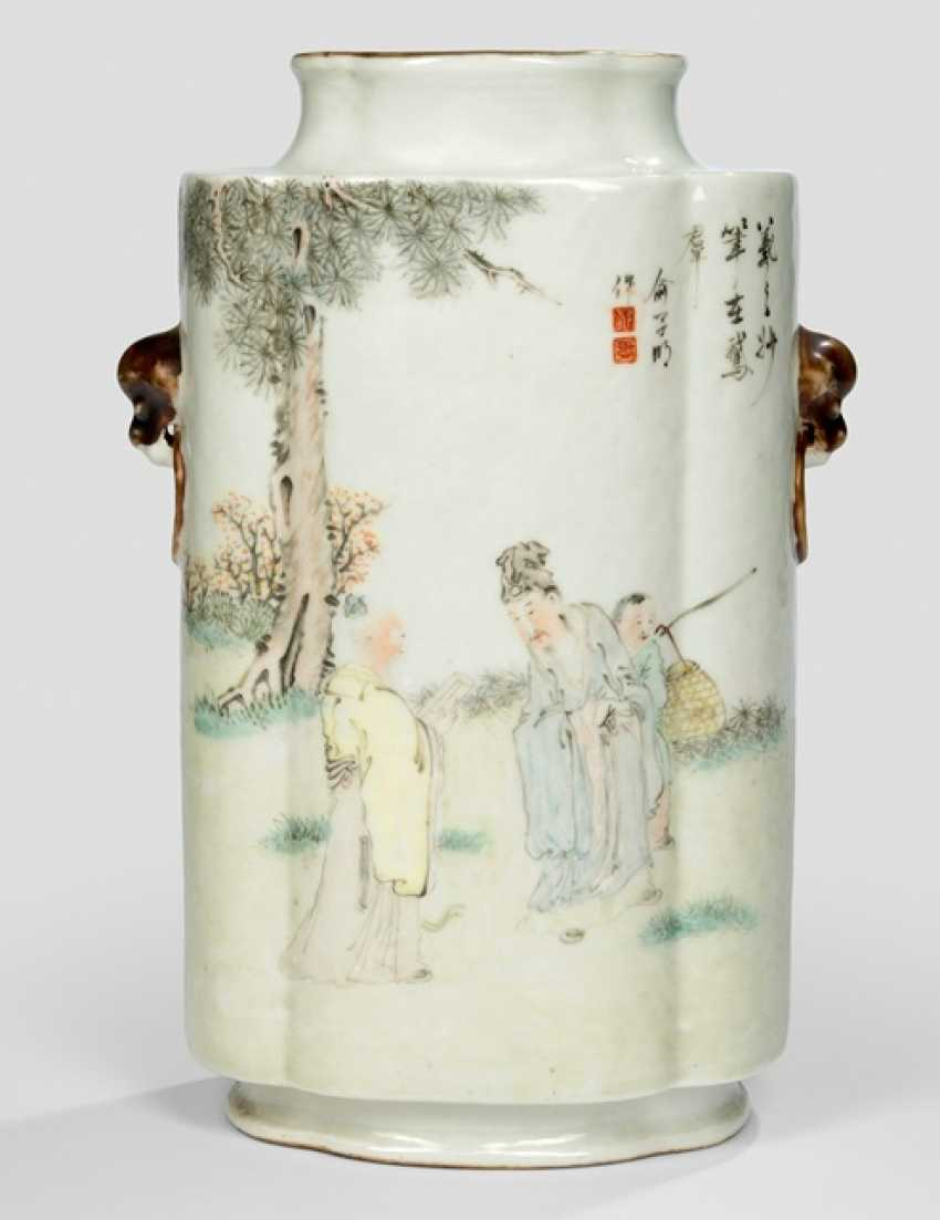 Passig shaped Vase made of porcelain with chicken decor and scholars - photo 1