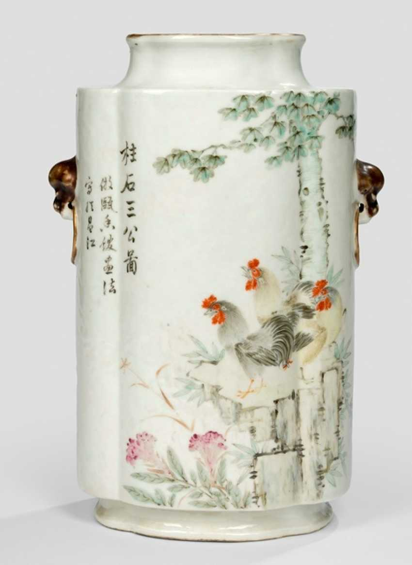 Passig shaped Vase made of porcelain with chicken decor and scholars - photo 2