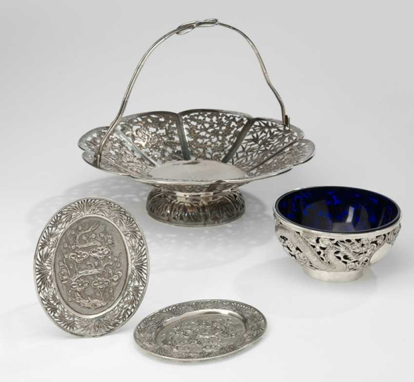 Henkel's basket of silver dragon dish with glass insert and two small trays - photo 1