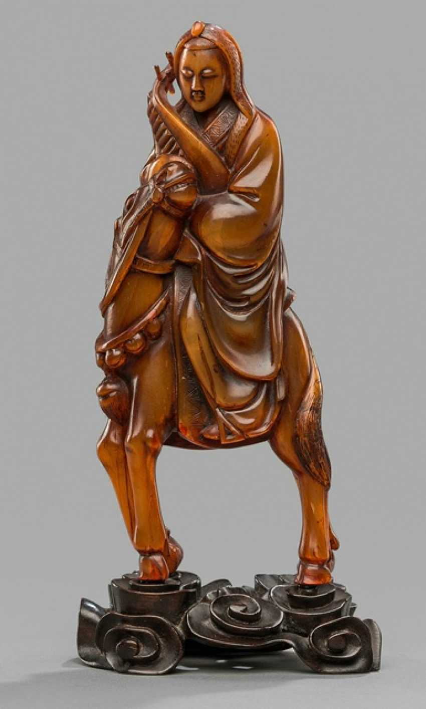 Carving of the lady Wang Zhaojun made of Buffalo horn on a horse, riding, wooden stand - photo 1