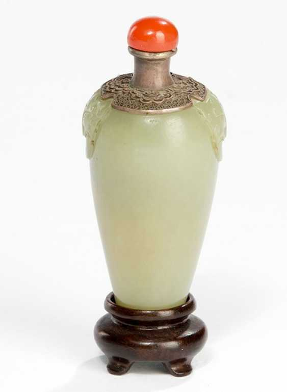 Snuffbottle from celadon coloured Jade with silver mounts - photo 1