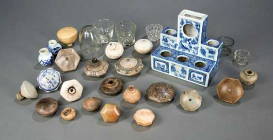 Group of 22 opium pipes, a porcelain stand and six glasses - photo 1