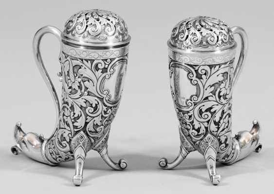 Pair of salt and pepper shakers - photo 1