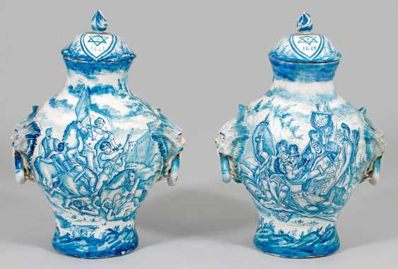 Pair of large majolica lid vases - photo 1