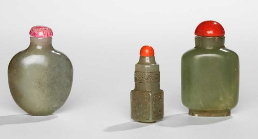 Group of three Snuffbottles from celadon coloured Jade - photo 1