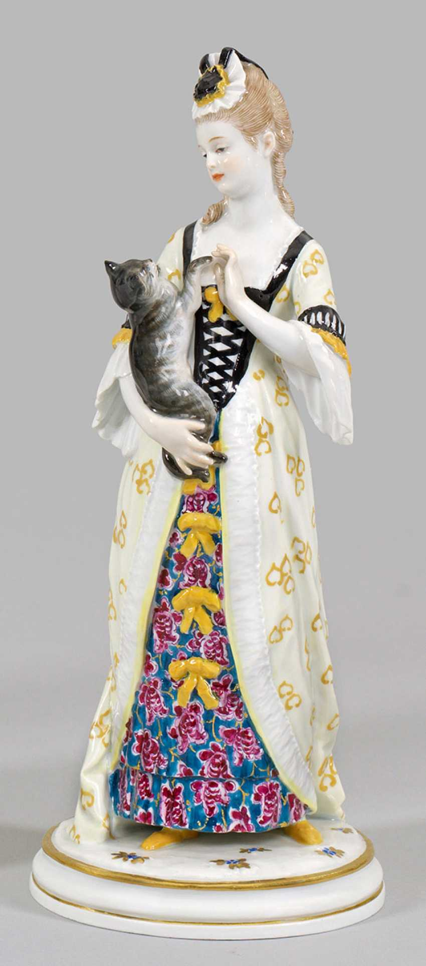 Lady with cat - photo 1
