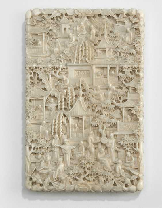 Fine business card case with relief decoration of a garden scene with figures - photo 1