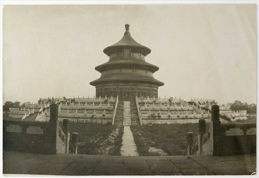 Five historic photographs with views in and around Beijing - photo 3