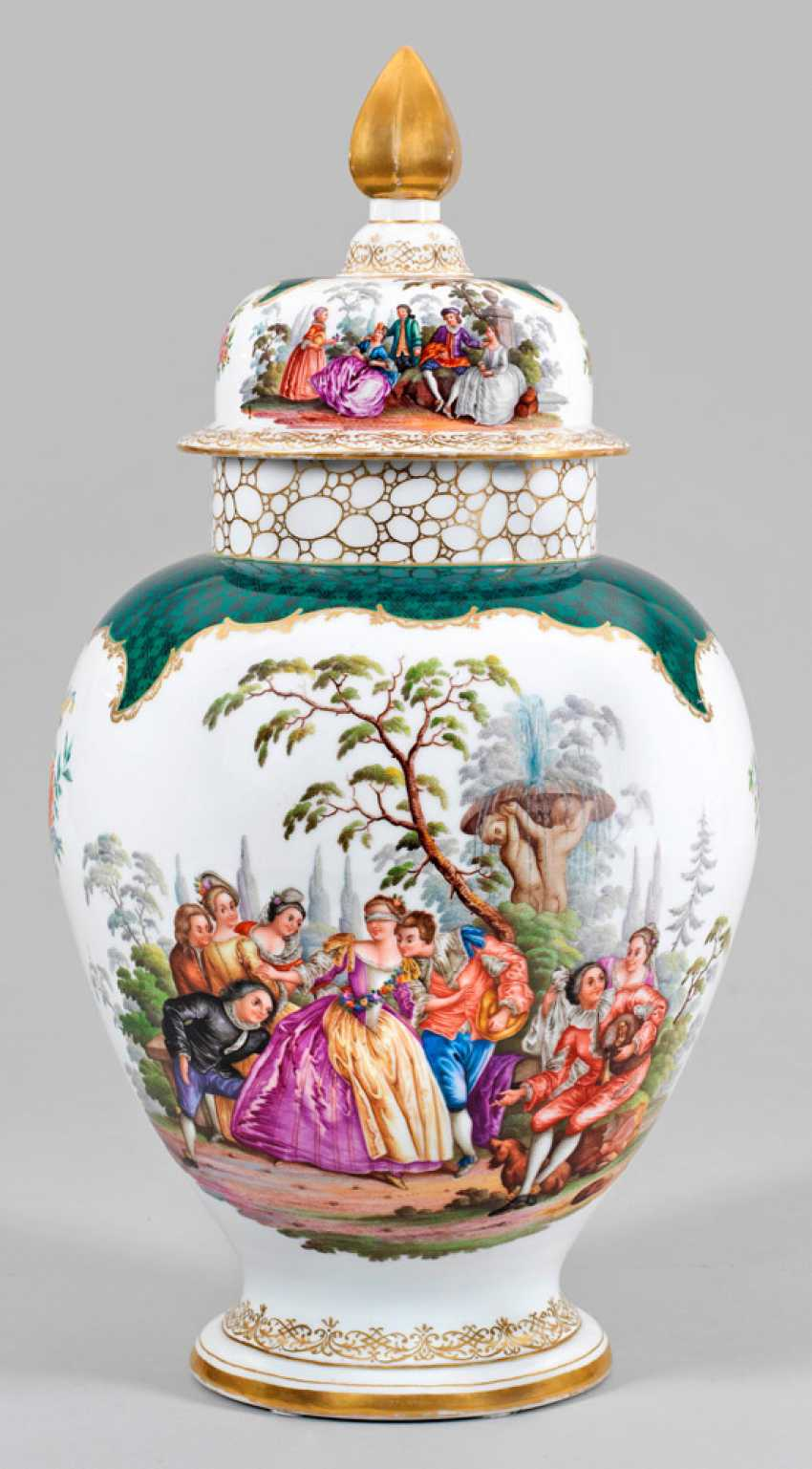 Magnificent decoration vase with Watteau scenes - photo 1