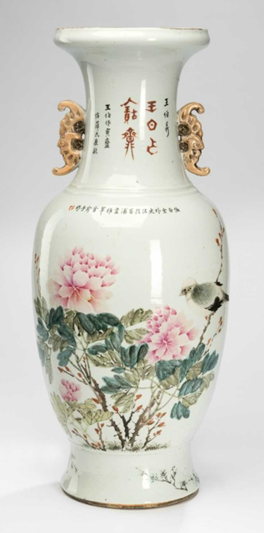 Vase made of porcelain with scholars, overleaf peonies and birds - photo 1
