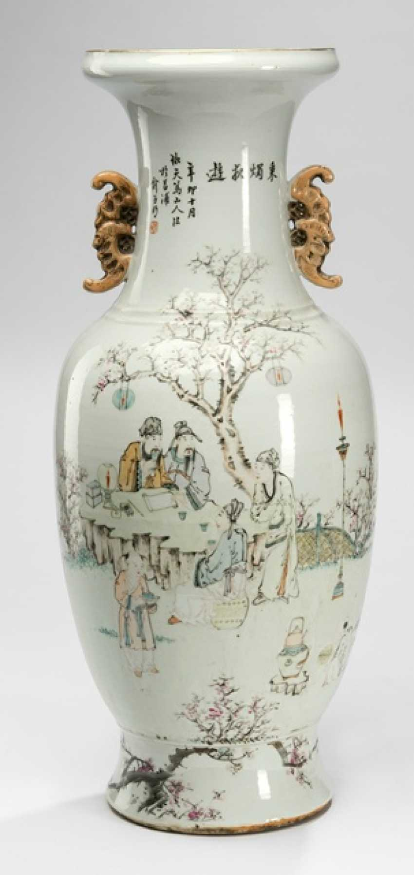 Vase made of porcelain with scholars, overleaf peonies and birds - photo 2