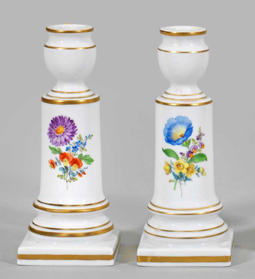 Pair of candlesticks with floral decoration - photo 1