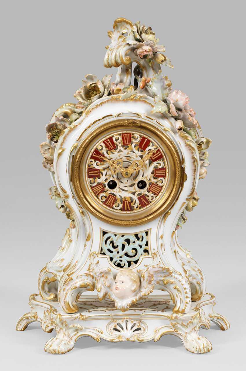 Impressive mantel clock with plastic flowers decor - photo 1
