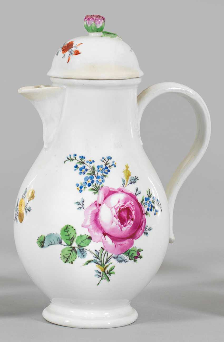 Coffee pot with floral decoration - photo 1