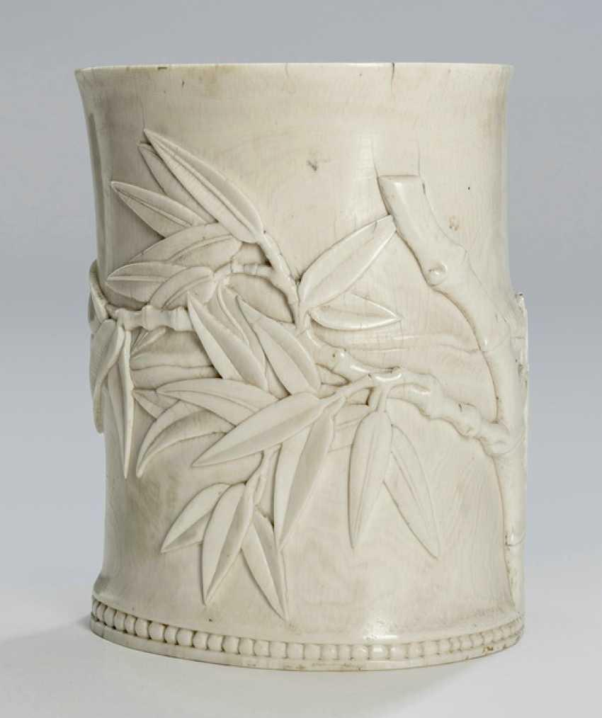 Rare brush mug in ivory with bamboo decor - photo 1