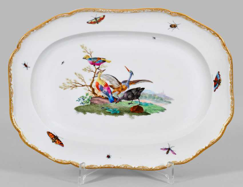 Serving plate has a with bird decor - photo 1
