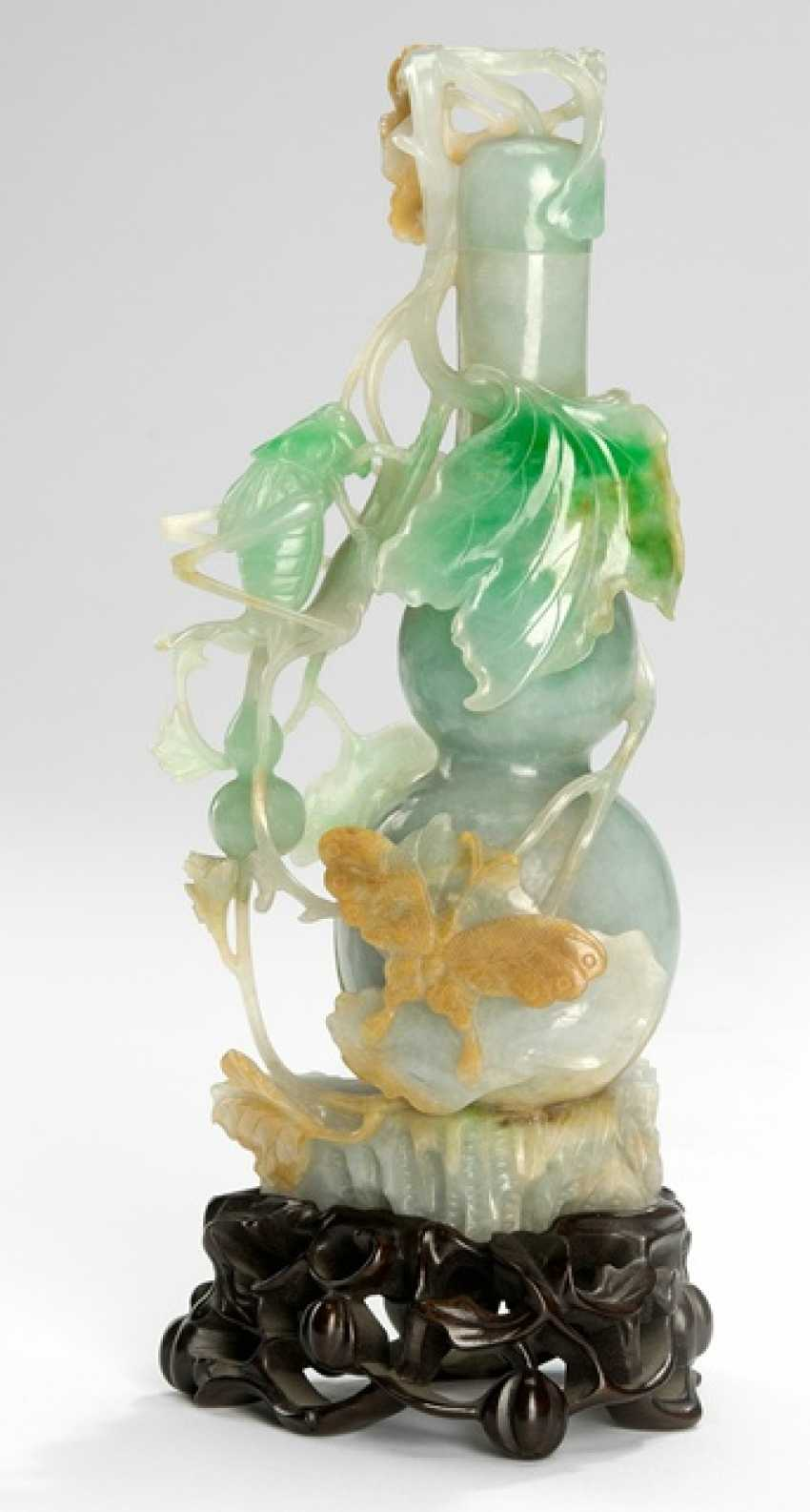Fine gourd vase with grasshoppers, butterfly and Foliage from jadeite - photo 1