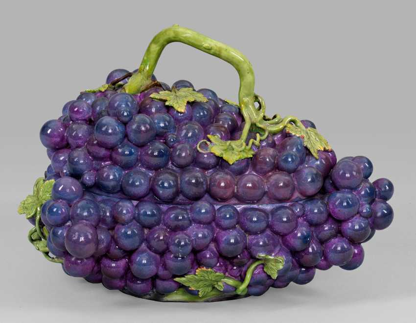 Extremely rare large tureen in the Form of grapes - photo 1