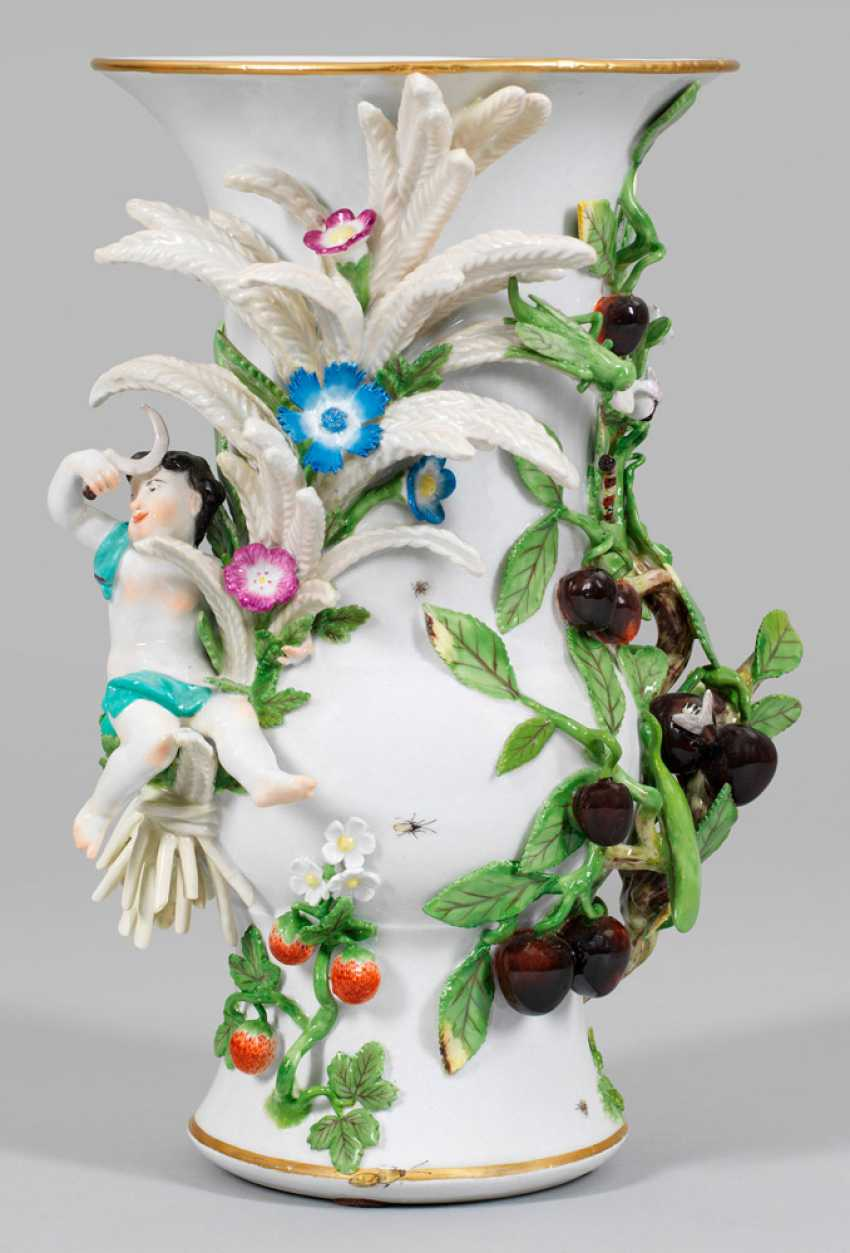 Large vase with an allegory of summer - photo 1