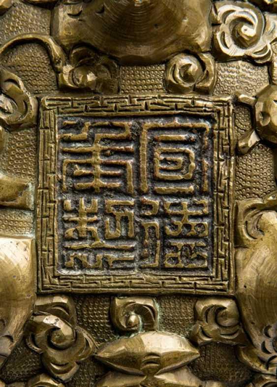 Incense burner in Bronze with a raised emblem dragon decoration - photo 2