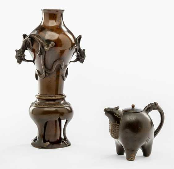 Tuschwasser droppers of Bronze and two-piece bronze vase with dragon relief - photo 1