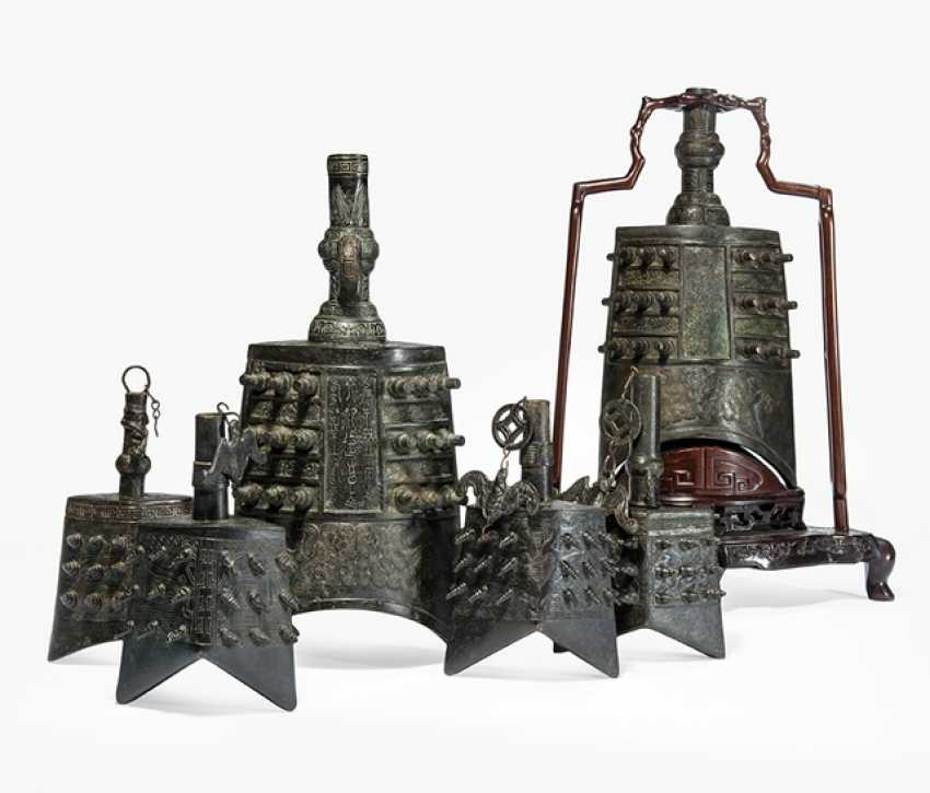 Six bells from Bronze in archaic style, with hard wood Stand - photo 1