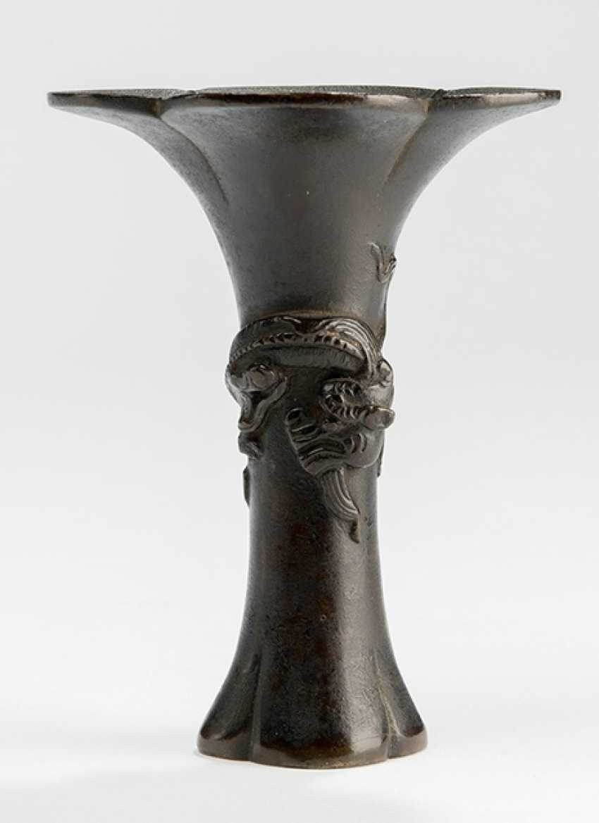 Bronze vase with three-dimensional Chilong - photo 1