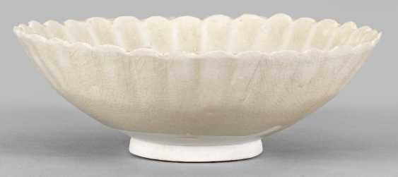 Chrysanthemum bowl from the Sung dynasty - photo 1