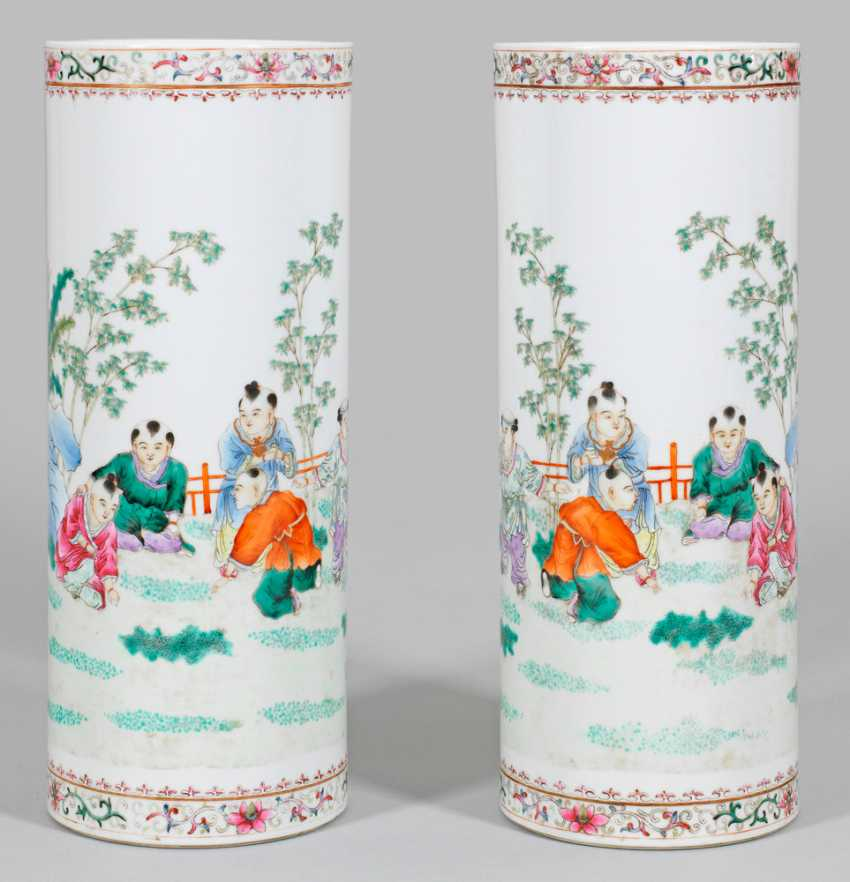Pair of Famille rose-rod vases from the Republic period - photo 1