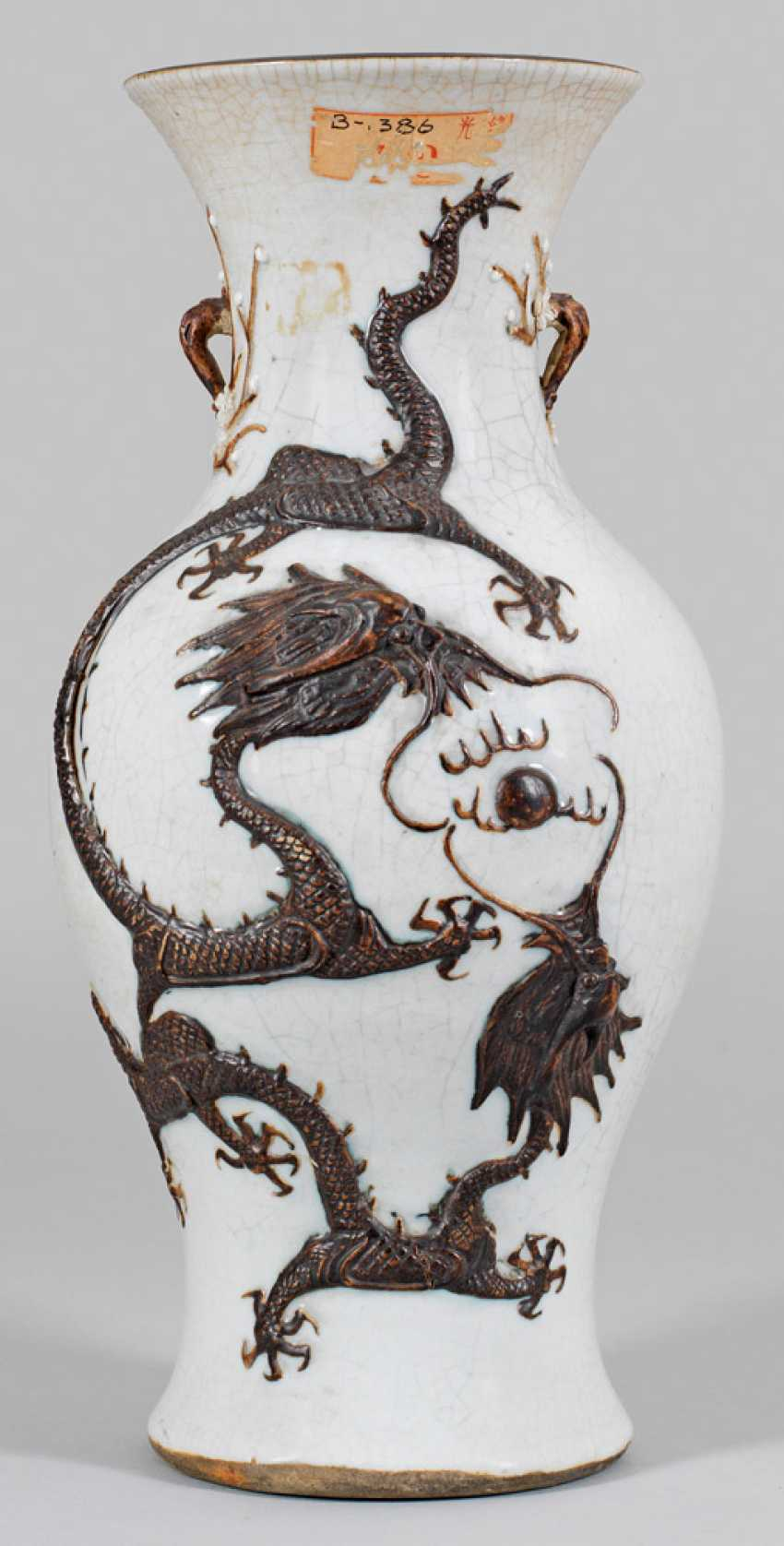 Baluster vase with dragon decoration - photo 1