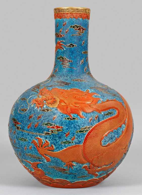 Large bottle vase with dragon decoration - photo 1