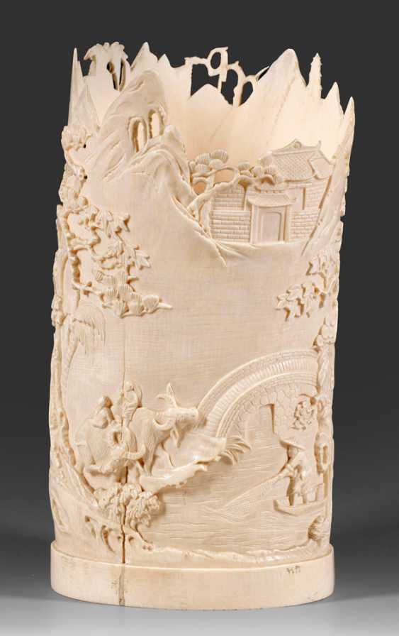 Large ivory brush Cup with landscape decoration - photo 1