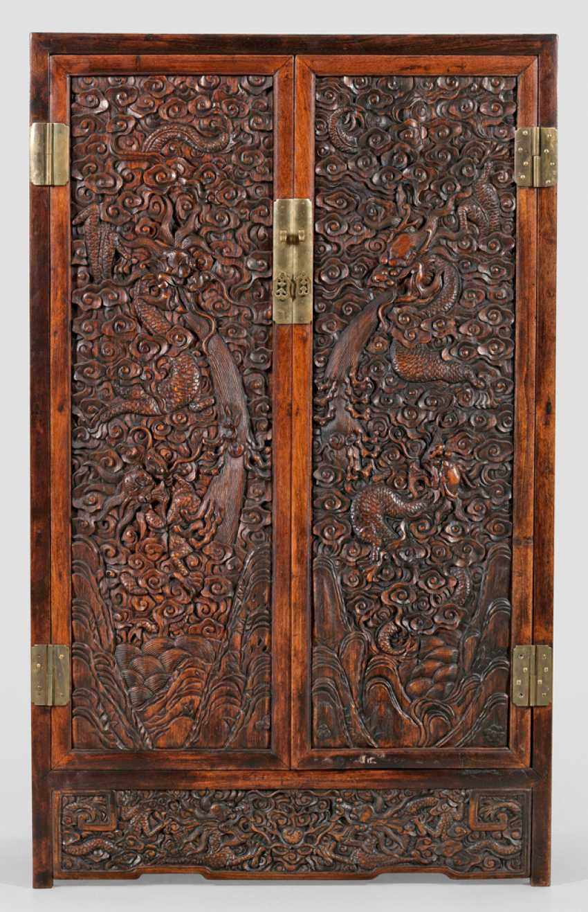 Chinese Cabinet with dragon decoration - photo 1
