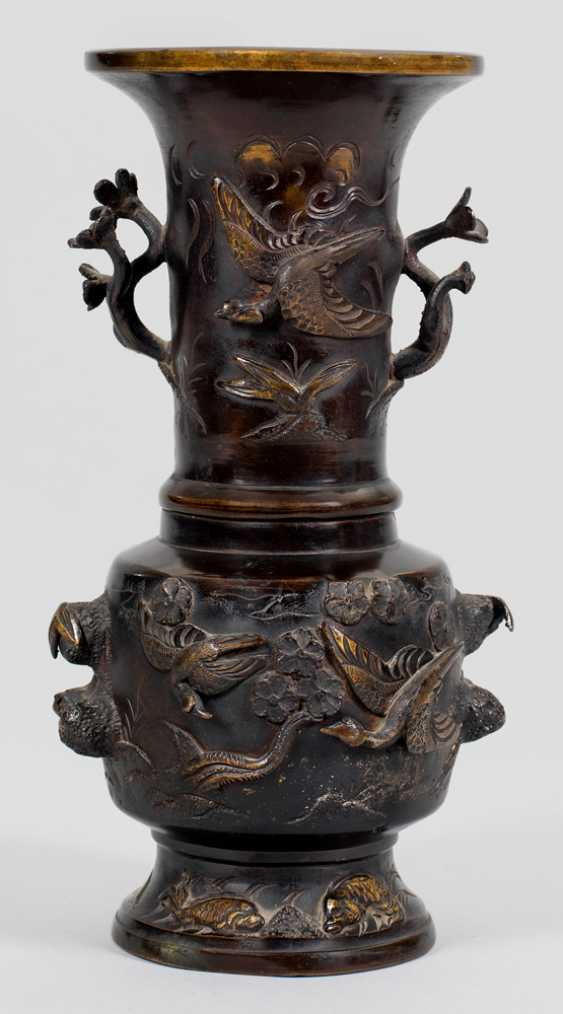 Japanese bronze vase with crane decoration - photo 1