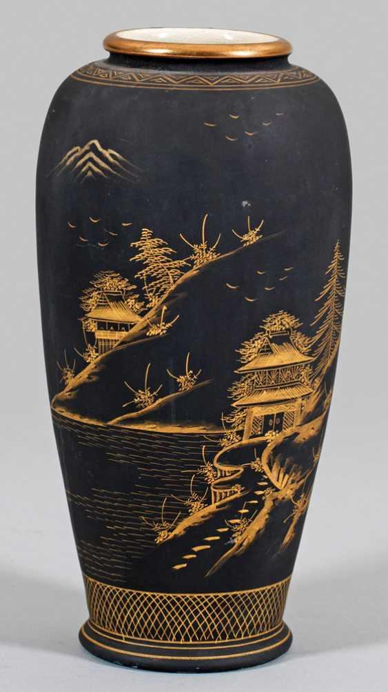 Satsuma Vase with fine gold painting - photo 1