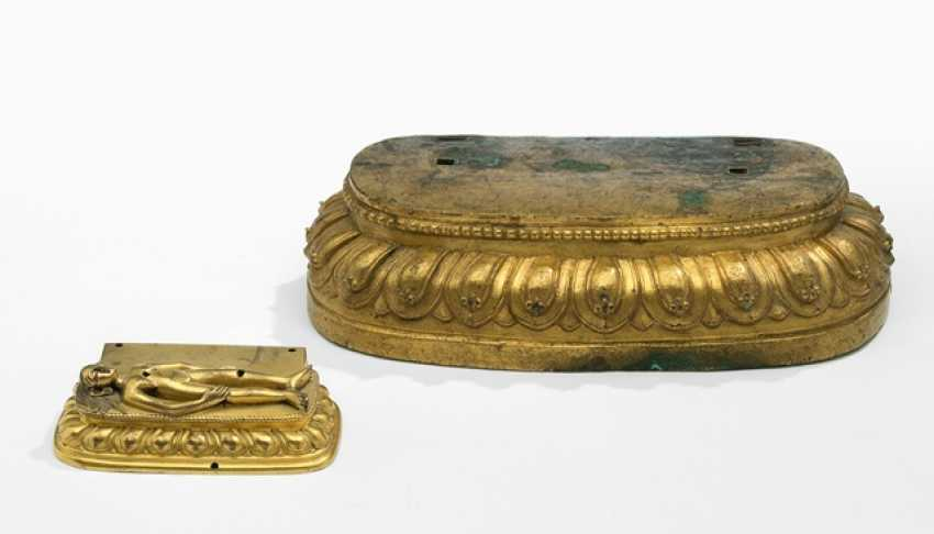 Two fire-gold-plated Lotus pedestal of Bronze - photo 1