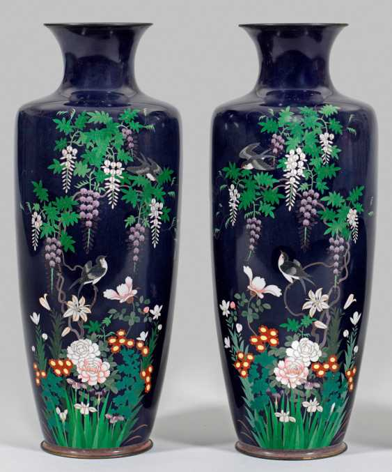 Pair of Japanese Cloisonné vases - photo 1