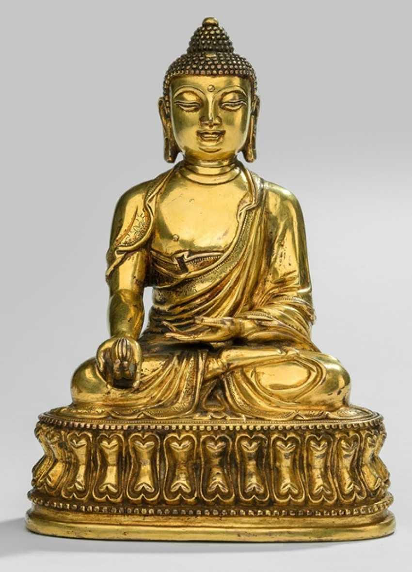 Fire-gilt Bronze of the bhaisajya guru on a Lotus - photo 1