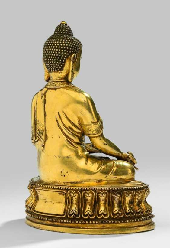 Fire-gilt Bronze of the bhaisajya guru on a Lotus - photo 2