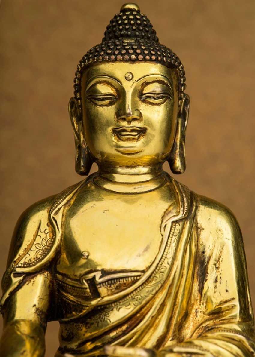 Fire-gilt Bronze of the bhaisajya guru on a Lotus - photo 3